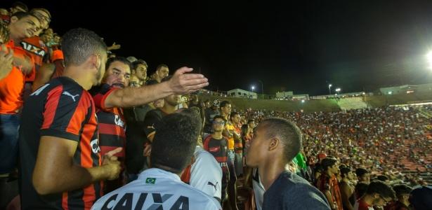 Ivã de Almeida assistiu ao jogo contra Sergipe ao lado dos torcedores no Barradão