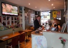 Com craques até no cardápio, restaurante é point dos brasileiros do Chelsea