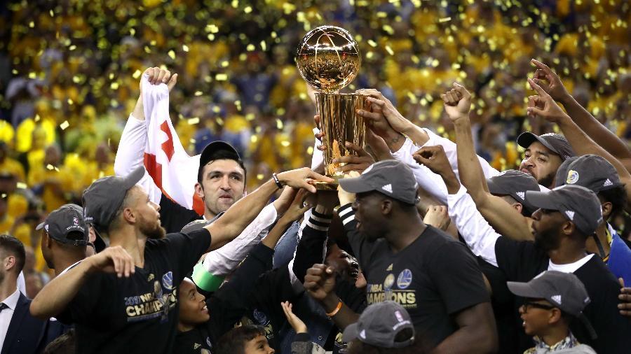 golden state warriors fatura titulo da nba pela primeira vez dentro de sua casa 1497327569778 v2 900x506 Na NBA, agora a Dinastia dos Warriors