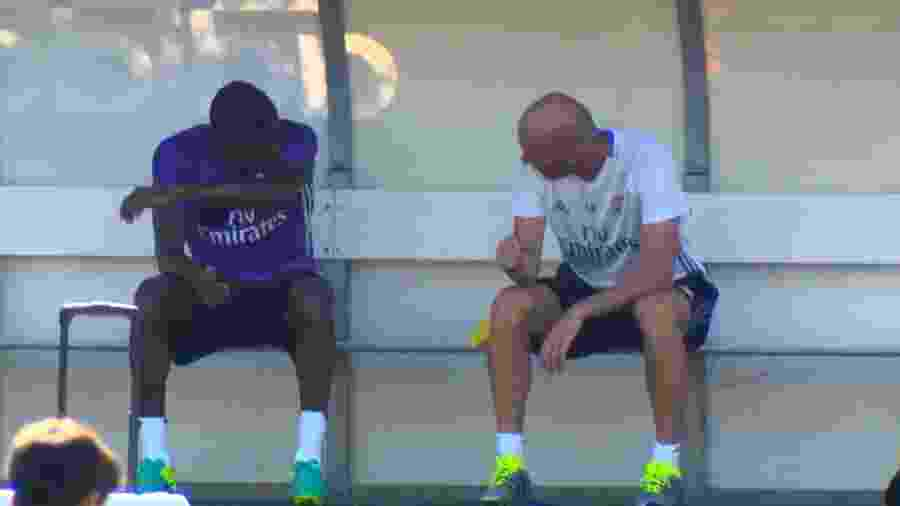 Zidane passa instruções para Abner, no Real Madrid Castilla - Divulgação