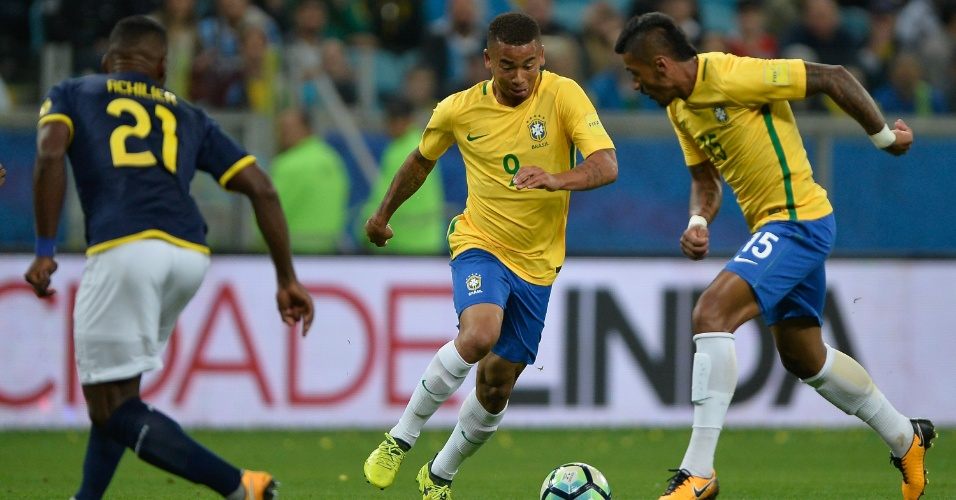 Gabriel Jesus e Paulinho participam de jogada no jogo entre Brasil e Equador