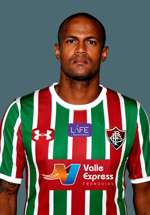 Airton, volante do Fluminense