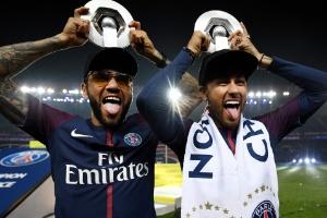 PSG e CBF parabenizam Neymar  Dani Alves cita admiração