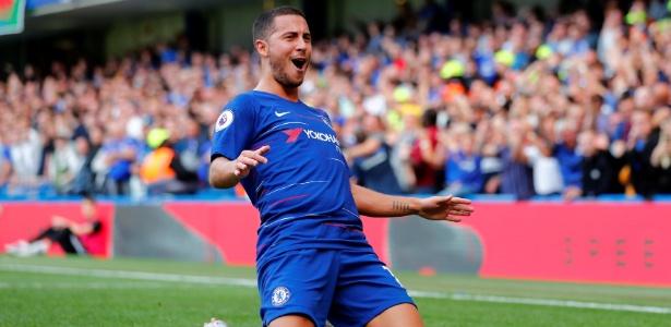 Hazard vive grande fase com a camisa do Chelsea