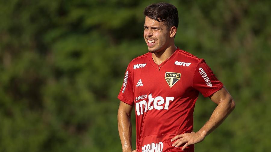 Volante se junta a Diego Souza na lista de liberados por Cuca para o resto da temporada - Marcello Zambrana/AGIF