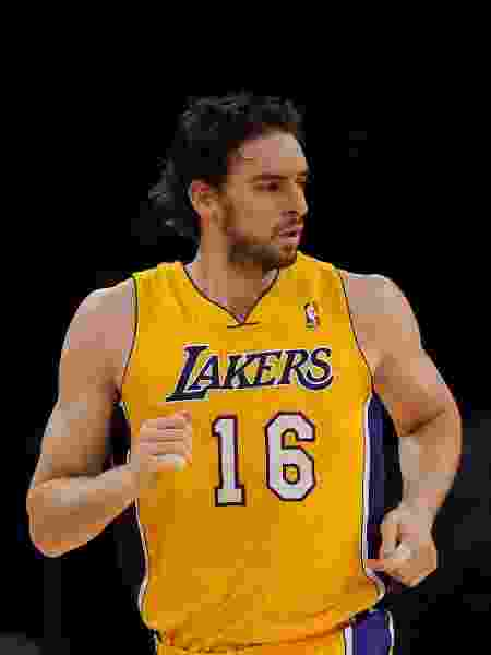 Pau Gasol bicampeão da NBA com o Lakers ficaria honrado em ver sua camisa aposentada no Staples Center - Lisa Blumenfeld/Getty Images