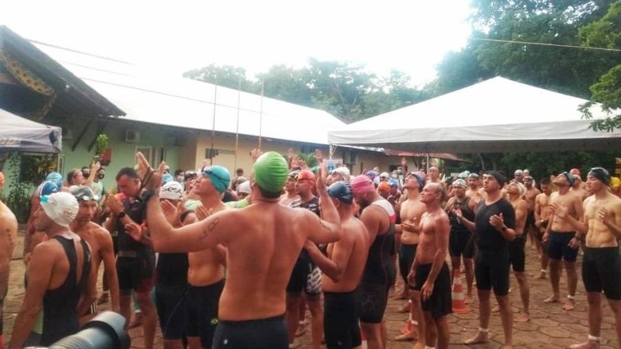 Atletas se aglomeram antes de prova de triatlo em Alter do Chão - Cortesia Blog do Jeso