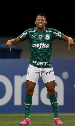 Rony comemora o gol do Palmeiras contra o Independiente del Valle