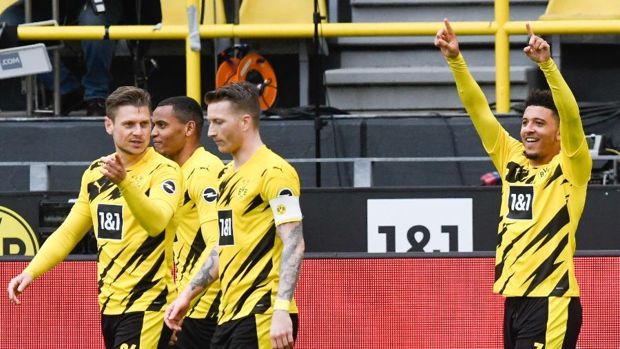 Jason Sancho comemora gol do Borussia Dortmund em partida do Campeonato Alemão 2020-21 - Bernd Thissen/picture alliance via Getty Images