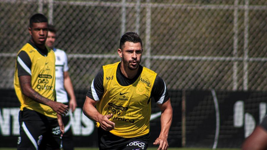 Giuliano treinou com bola pela primeira vez desde que chegou ao Corinthians  - Rodrigo Coca/ Ag. Corinthians