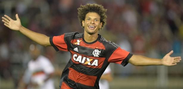 Willian Arão comemora um dos quatro gols marcados pelo Flamengo na temporada
