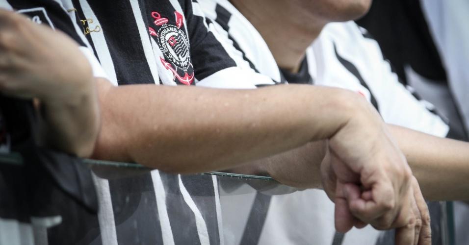 Detalhe da camisa de um torcedor do Corinthians no clássico contra o São Paulo, na Arena