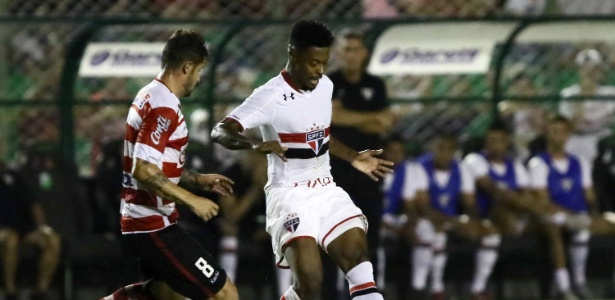 Santos não esconde o interesse em Michel Bastos, jogador do São Paulo - CÉLIO MESSIAS/ESTADÃO CONTEÚDO