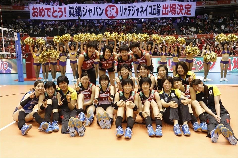 Seleção japonesa de vôlei feminino comemora classificação no Pré-Olímpico