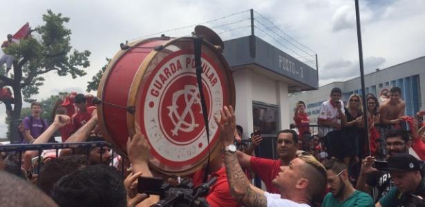 Torcedores se mobilizaram para receber ídolo após empréstimo ao River Plate - Divulgação/TXT Sports