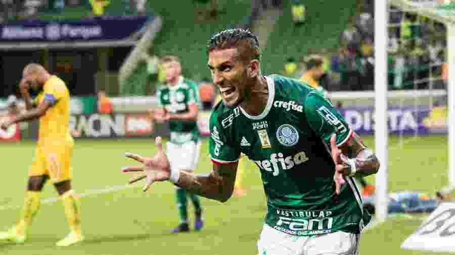 Rafael Marques em ação com a camisa do Palmeiras - MARCELLO FIM/FRAMEPHOTO/FRAMEPHOTO/ESTADÃO CONTEÚDO