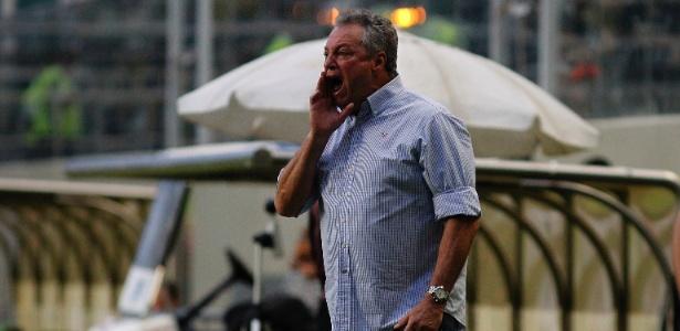 O técnico tricolor Abel Braga elogiou o trabalho realizado no rival Flamengo
