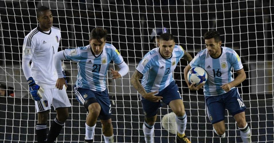 Icardi, Dybala e Acosta não comemoram gol da Argentina contra a Venezuela