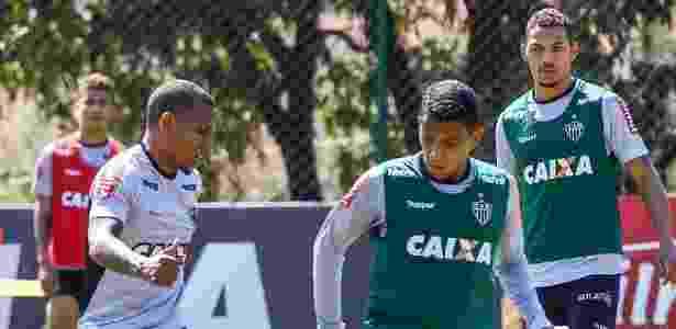 Yago e Alex Silva (ambos de colete) vão ser titulares do Atlético-MG contra o Vitória - Bruno Cantini/Clube Atlético Mineiro