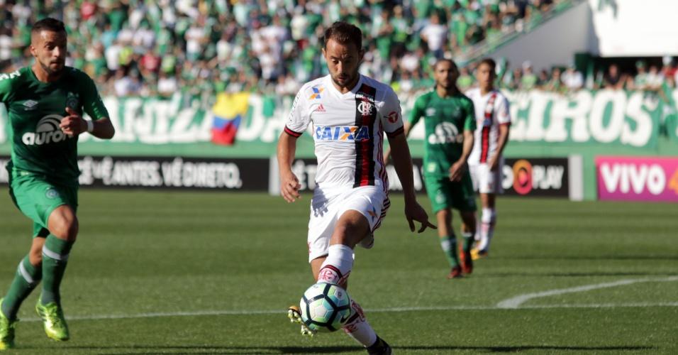 Everton Ribeiro perdeu pênalti na vitória do Flamengo sobre a Chapecoense