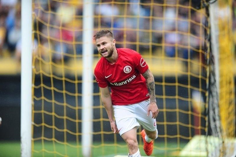 Eduardo Sasha comemora gol do internacional