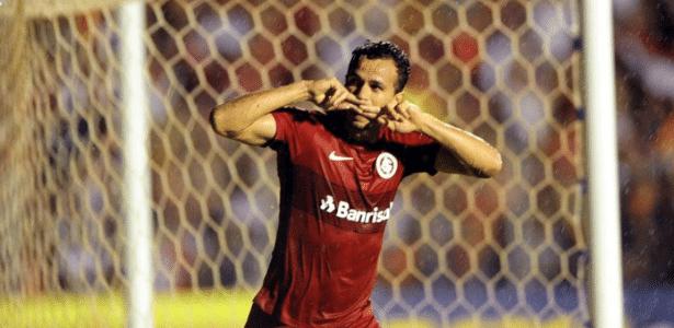Leandro Damião comemora gol do Internacional contra o Luverdense pela Série B