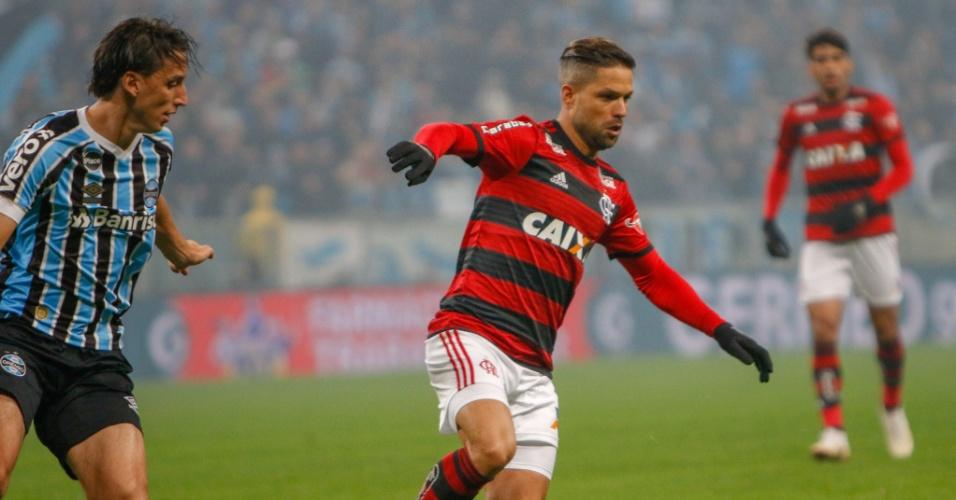 Geromel segue Diego no confronto entre Grêmio e Flamengo