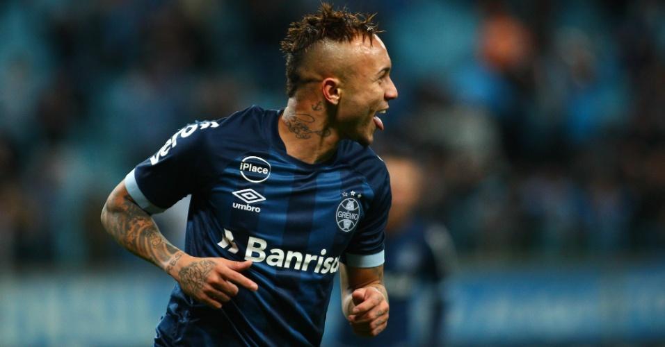 Everton comemora golaço pelo Grêmio contra o Cruzeiro pelo Campeonato Brasileiro
