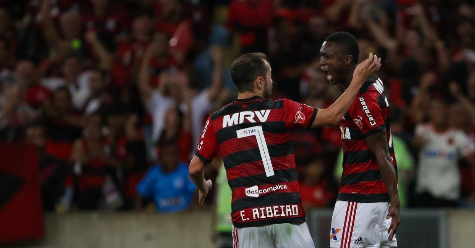 Marlos Moreno e Everton Ribeiro comemora gol do Flamengo contra o Palmeiras
