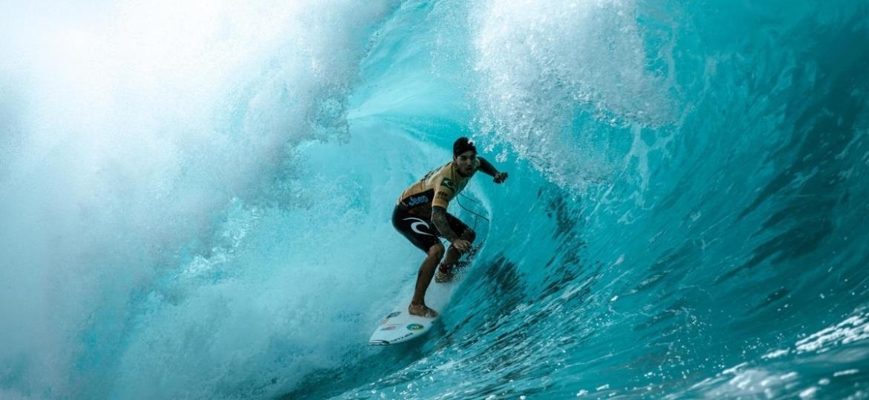 Gabriel Medina, durante onda em Pipeline, no Havaí - WSL / ED SLOANE