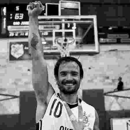 Gustavinho comemora o título da Liga Ouro pelo Corinthians; ele se aposentou em junho - Arquivo Pessoal/Pedro Chavedar