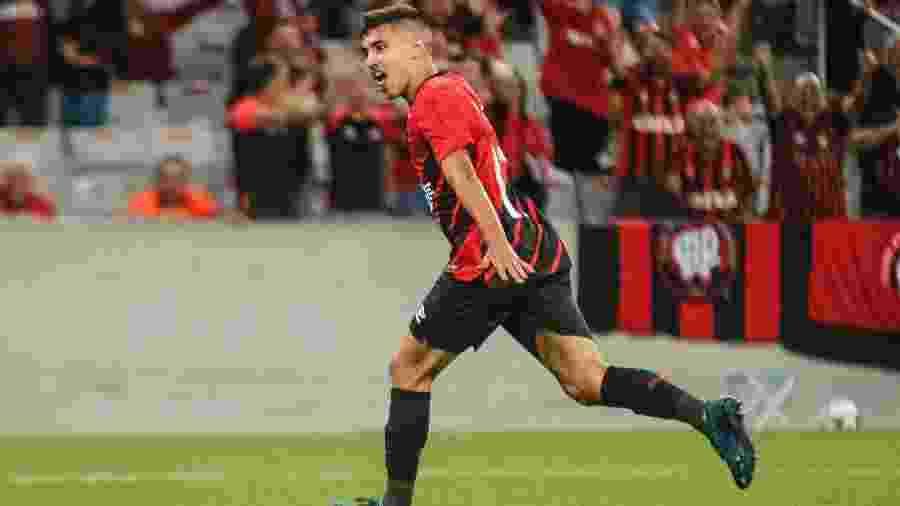 Bill comemora após marcar pelo Athletico no Campeonato Paranaense - Gabriel Machado/Agif