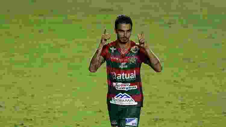 Dilsinho jogador do Portuguesa comemora seu gol durante partida contra o Vasco no estadio Sao Manuário pelo campeonato Carioca - Thiago Ribeiro/AGIF - Thiago Ribeiro/AGIF