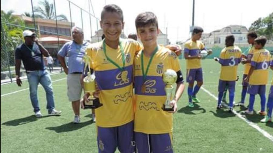 João Gomes (e) e Gabriel Pec (d): quando crianças, foram campeões juntos mesmo sendo rivais por Fla e Vasco - Arquivo Pessoal