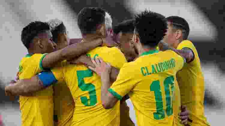 Elenco da Seleção olímpica brasileira se abraça após o gol - Ricardo Nogueira/CBF - Ricardo Nogueira/CBF