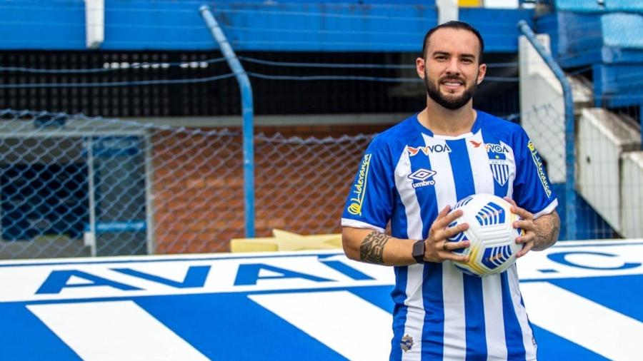 Giovanni Piccolomo está no Avaí emprestado pelo Cruzeiro, que deseja o retorno do jogador à Toca II - Leandro Boeira/Avaí