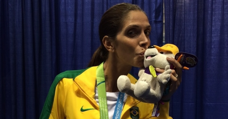 Nathalie Moellhausen foi modelo fotográfica para grifes italianas, mas objetivo agora é Rio-16. No Pan de Toronto, ela ganhou medalha de bronze na esgrima com espada