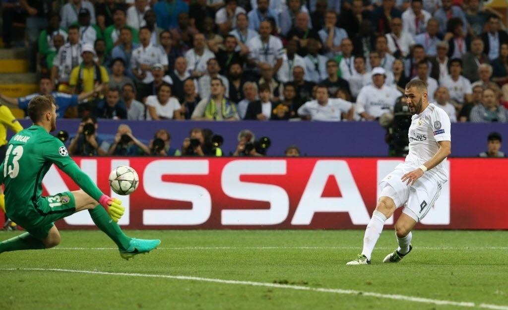 Oblak faz defesaça em chute de Benzema na final da Liga dos Campeões entre Real Madrid e Atlético de Madri