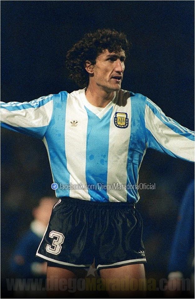Maradona posta nas redes sociais uma foto de Bauza, de quando eram colegas de seleção