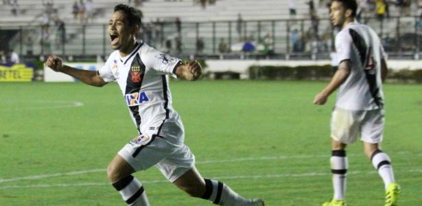 Pikachu marcou um golaço contra o Joinville ao acertar o ângulo da entrada da área