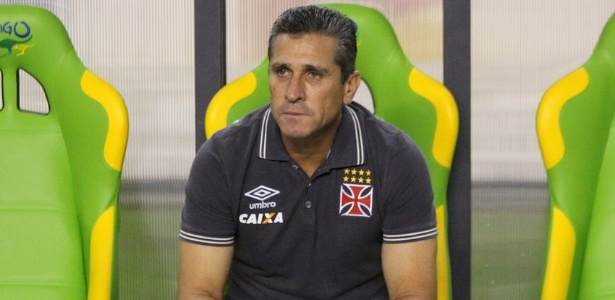 Jorginho tem sofrido questionamentos por conta dos resultados recentes do Vasco