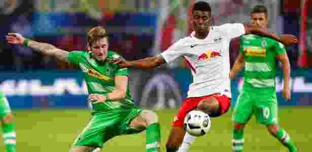 Bernardo em ação pelo RB Leipzig, em jogo contra o Borussia Moenchengladbach - AFP PHOTO / Odd ANDERSEN - AFP PHOTO / Odd ANDERSEN