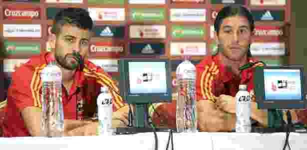 Pique e Sergio Ramos em uma coletiva de imprensa antes de jogo pela Espanha, em 2010 - EFE/J.M.GARCIA - EFE/J.M.GARCIA