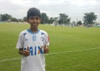 Garoto que desenhou camisa do Cruzeiro acompanha treino na Toca da Raposa - Divulgação/Cruzeiro