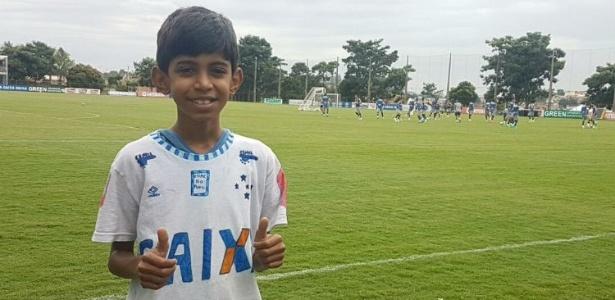 Denner Jonathan vai ao treino do Cruzeiro antes de jogo contra o América-MG