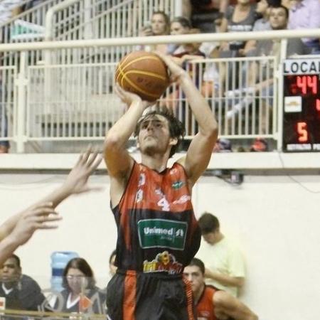 Lucas Vezaro - Jackson Nessler/Joinville Basquete