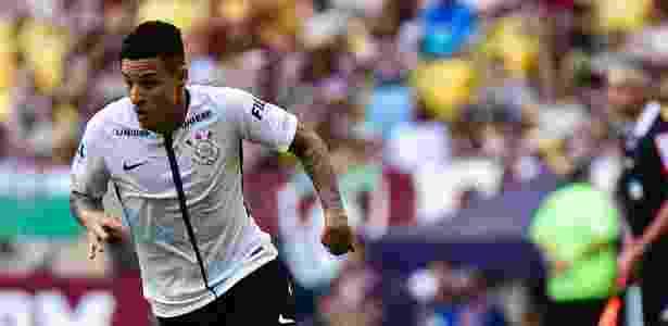 Guilherme Arana está fora da partida contra a Chapecoense, nesta quarta - Thiago Ribeiro/AGIF