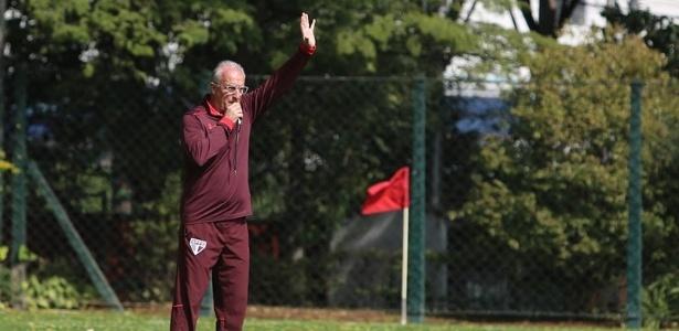 Dorival espera que o São Paulo melhore o seu desempenho nas laterais