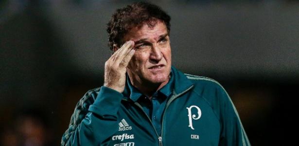Cuca observa time do Palmeiras; técnico está irritado com críticas de imprensa e torcida
