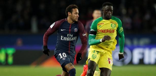 Neymar em ação pelo PSG contra o Nantes; brasileiro está na eleição da Uefa